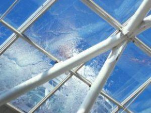 Elárasztott rétegfelépítésű tető